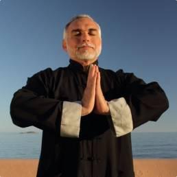 Biografía Dr. Oskar Salazar maestro de Qi Gong